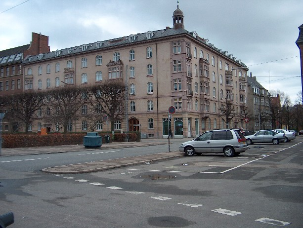 Hjørnet af Julius Thomsens plads og Sankt Markus Alle